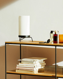 PM-02 table lamp, Opal/Black